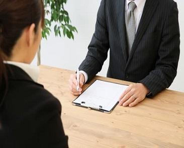 退職理由を面接で聞かれた時の答え方|合格した人の回答例付き