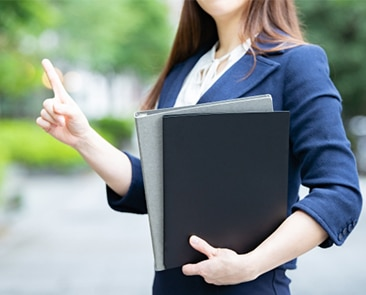 【転職コンサルタント監修】知っておくべき!面接での服装や受付・入退室のマナーの記事画像